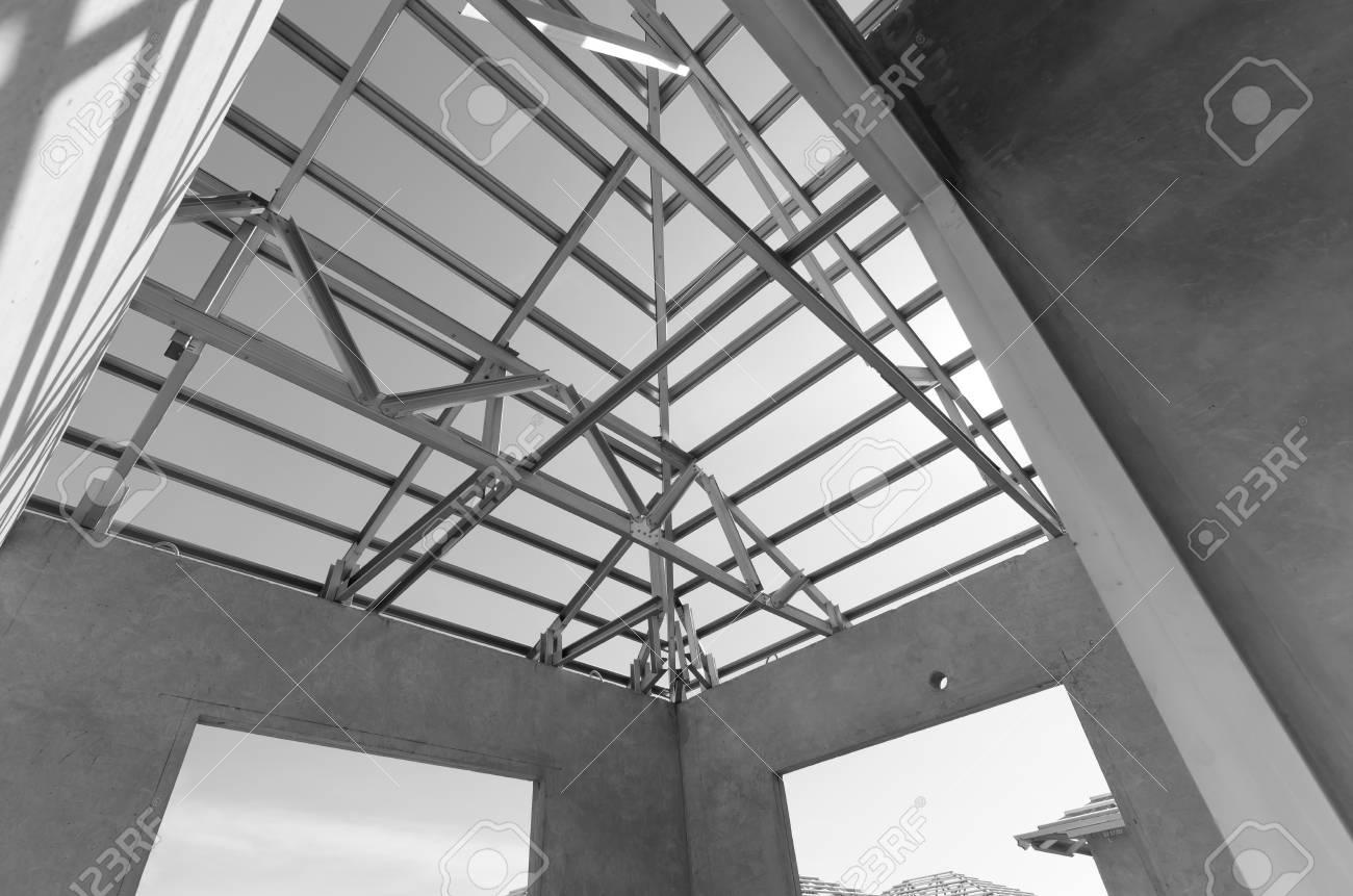 Struktur Des Stahldachrahmens Für Aufbau. Lizenzfreie Fotos, Bilder ...