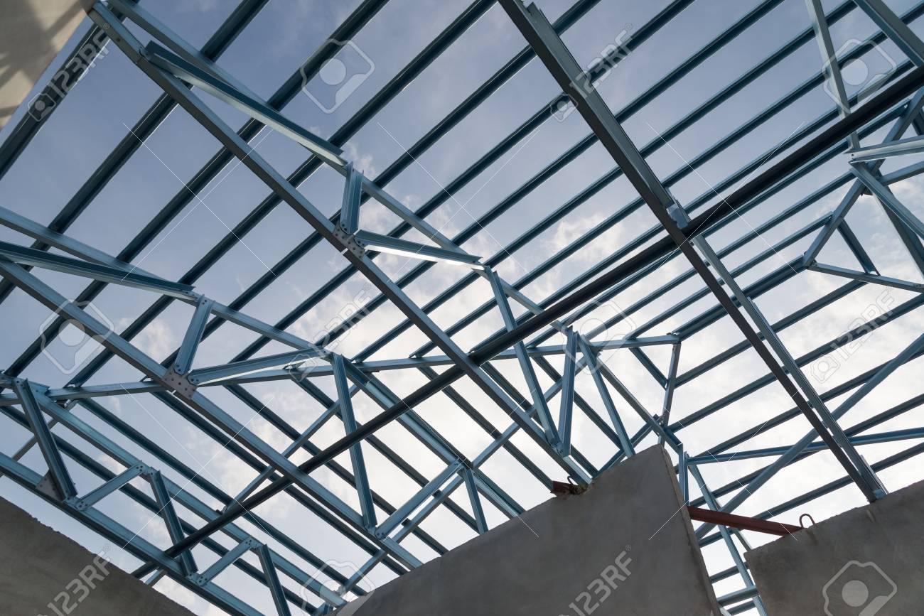 Struktur Der Dachrahmen Stahl Für Den Hochbau Am Himmel Im ...