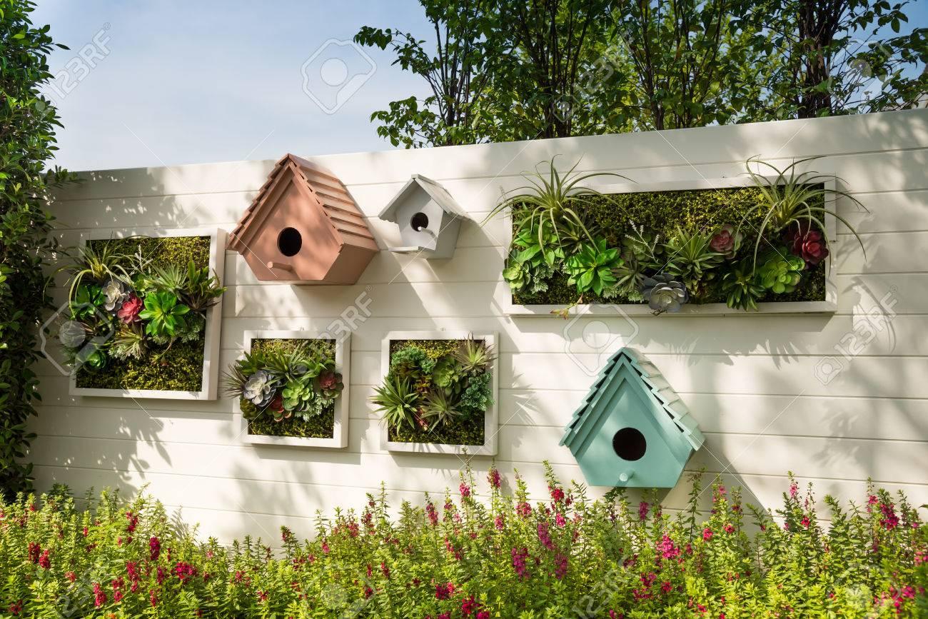 Décorer Un Mur De Jardin décoré mur idée jardin vertical dans la ville, fond.