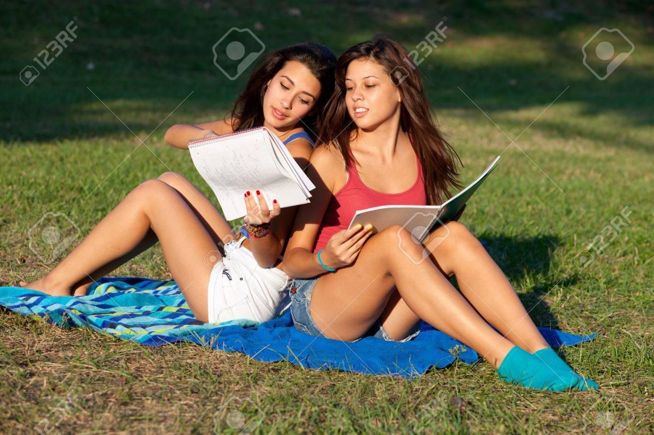 Studentinnen junge hübsche Teures Studium: