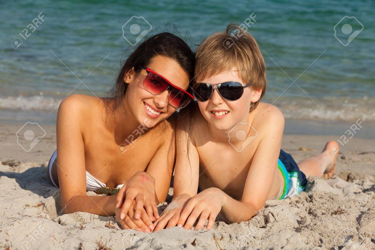 Teenagers enjoying the beach in Miami Stock Photo - 16658863