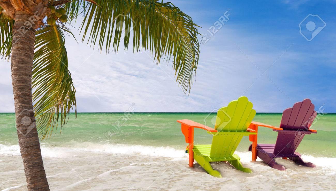 Panorama Von Bunten Liegestühle Auf Einem Tropischen Paradies Strand ...