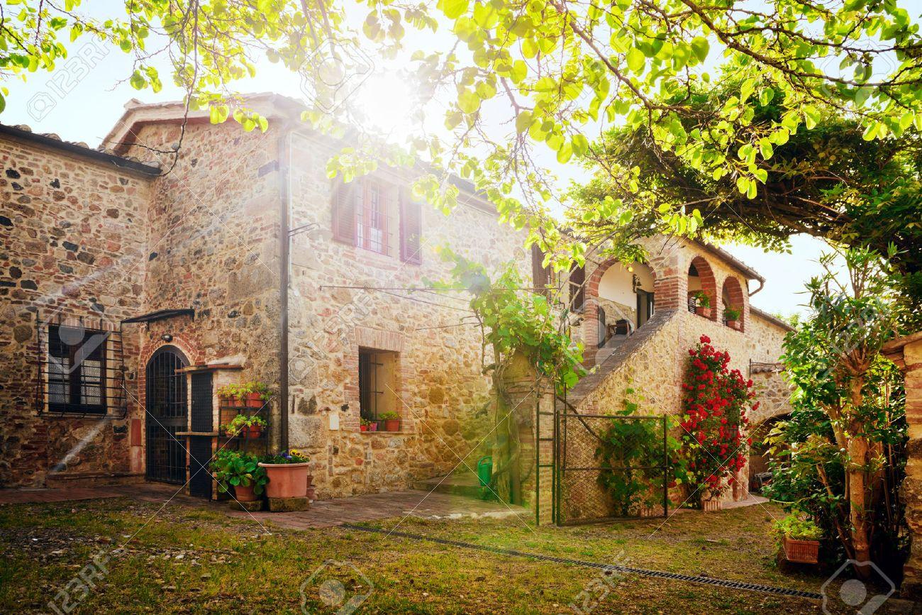 Wonderlijk Traditionele Italiaanse Villa, Toscane, Italië Royalty-Vrije Foto IP-06