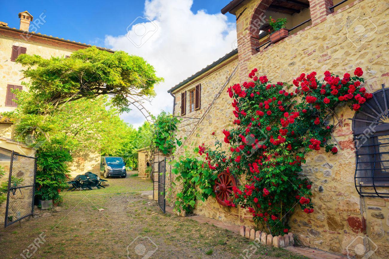 Ongebruikt Traditionele Italiaanse Villa, Toscane, Italië Royalty-Vrije Foto OW-05