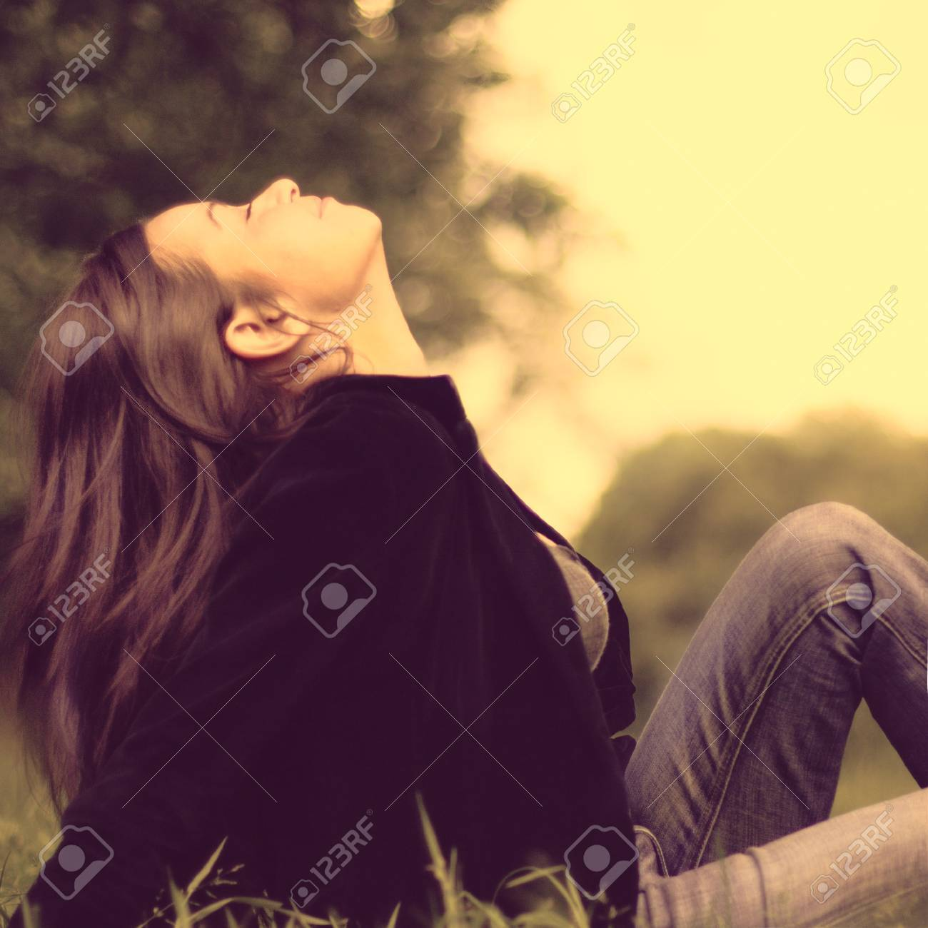 Spring Beauty Girl. Beautiful Young Woman Lying on Green Grass outdoor. Park Stock Photo - 25103024