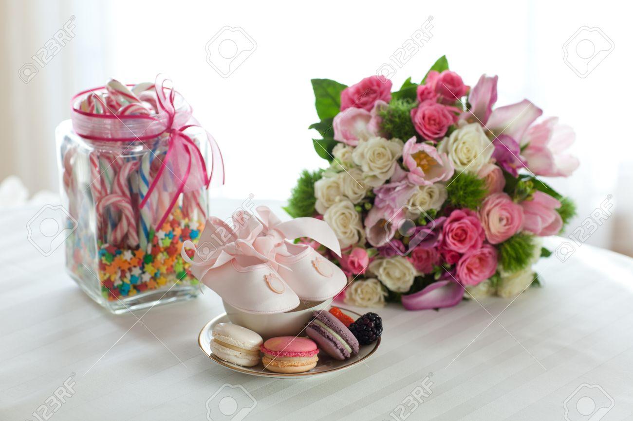 Arreglo Coloreada De Macarrones Flores De Caramelo Para Una Fiesta De Bautismo Niña