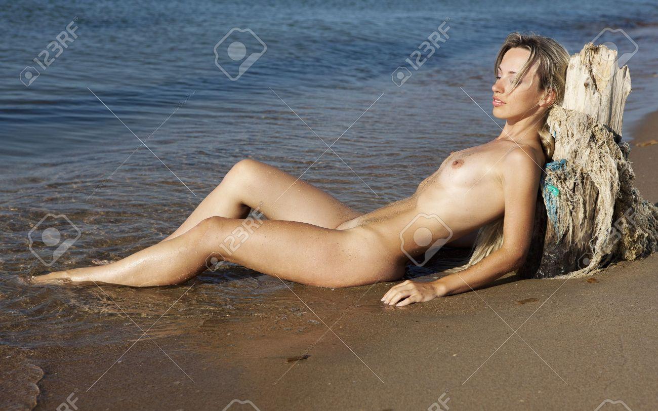 Schöne Nackte Mädchen Nackte Junge Frau Am Strand Lizenzfreie