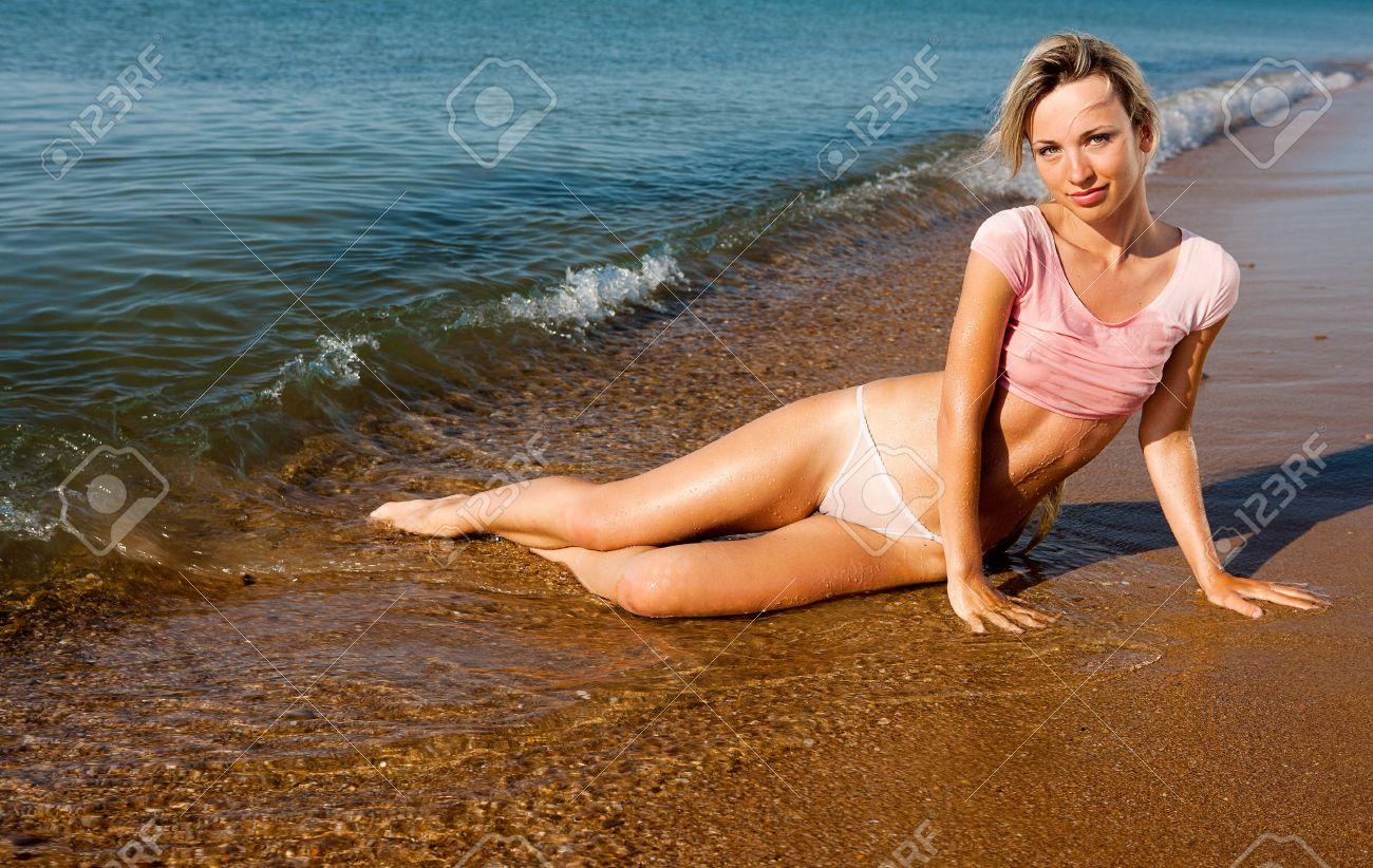 Schöne Nackte Mädchen Nackte Junge Frau Am Strand Lizenzfreie Fotos