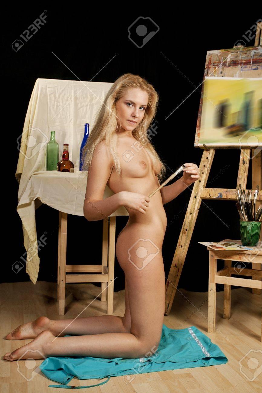 Художник рисует голую модель 8 фотография