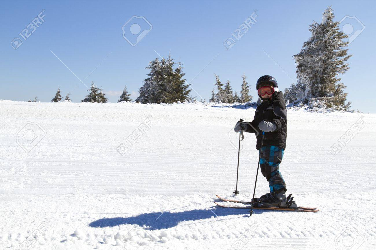 0fc82793d606 young boy learning to ski