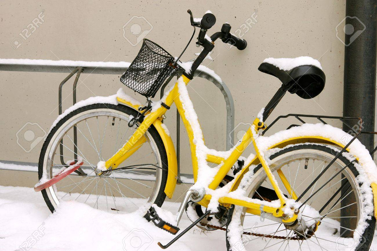 Uncategorized Leaning Bike Rack yellow bike in the snow correctly finds rack and leaning against wall stock