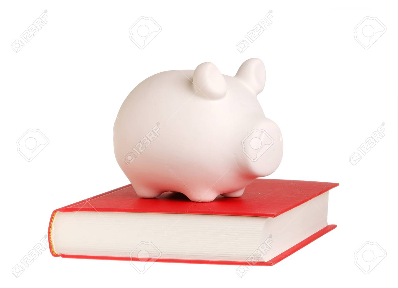 Une Tirelire Debout Sur Un Livre Ferme Avec Couvercle Rouge Symbolise Que La Connaissance Est Recompense Isole Sur Fond Blanc