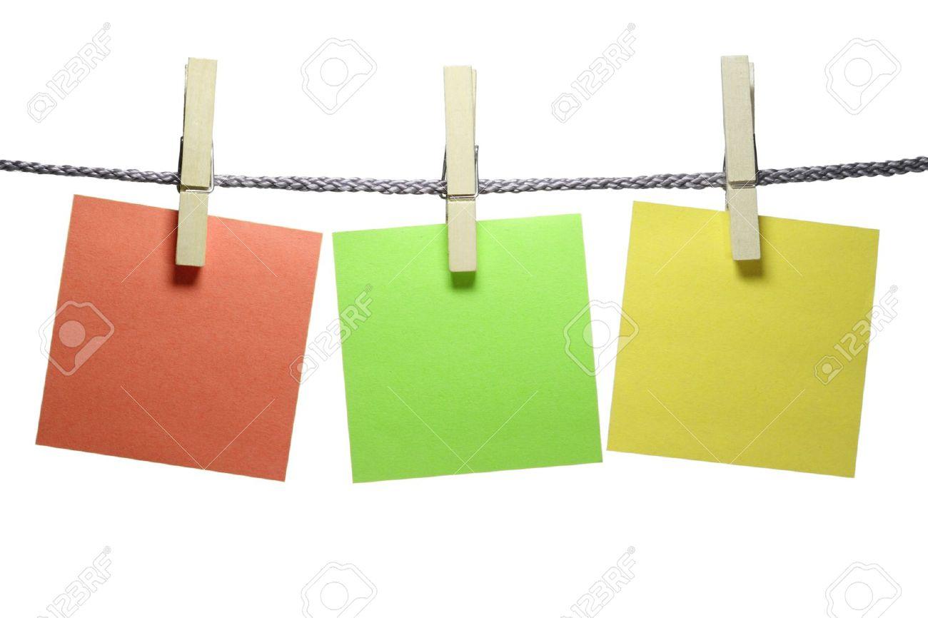 an einer schnur aufhängen von drei wäscheklammern mit einer