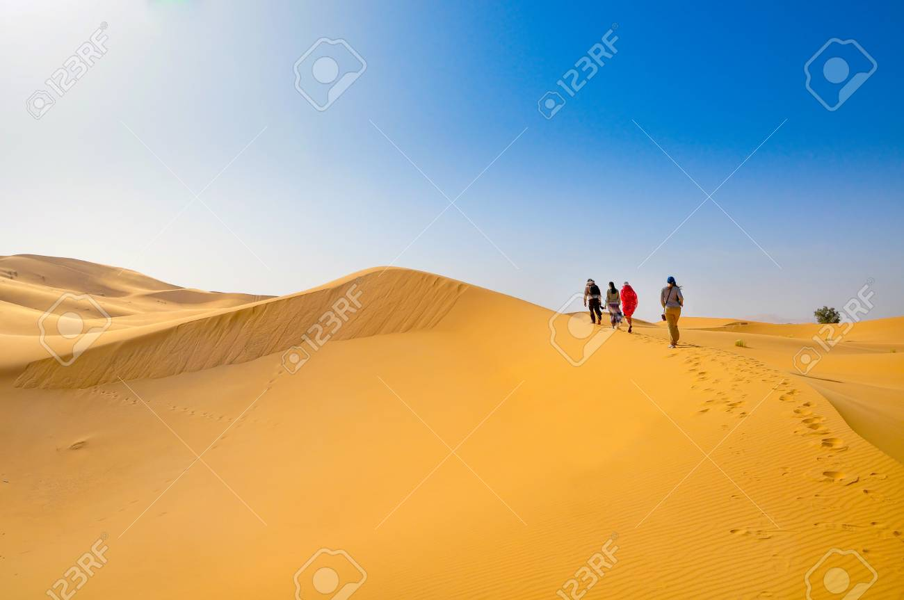 Image of: Painting Sand Dunes In The Sahara Desert Group Of Travelers Goes On Dune Crest 123rfcom Sand Dunes In The Sahara Desert Group Of Travelers Goes On