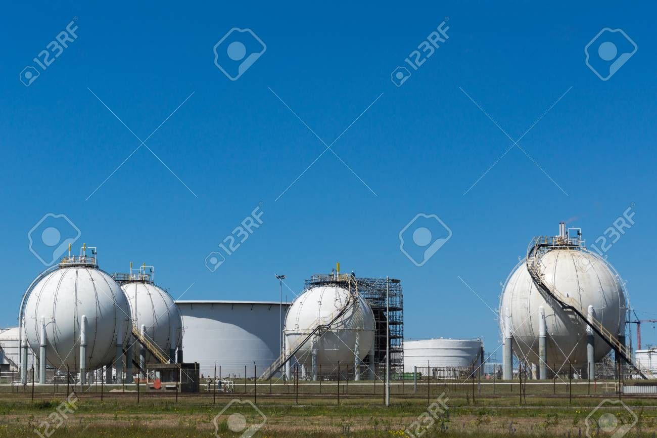 Oil terminal for the storage and production of oil and petrochemical
