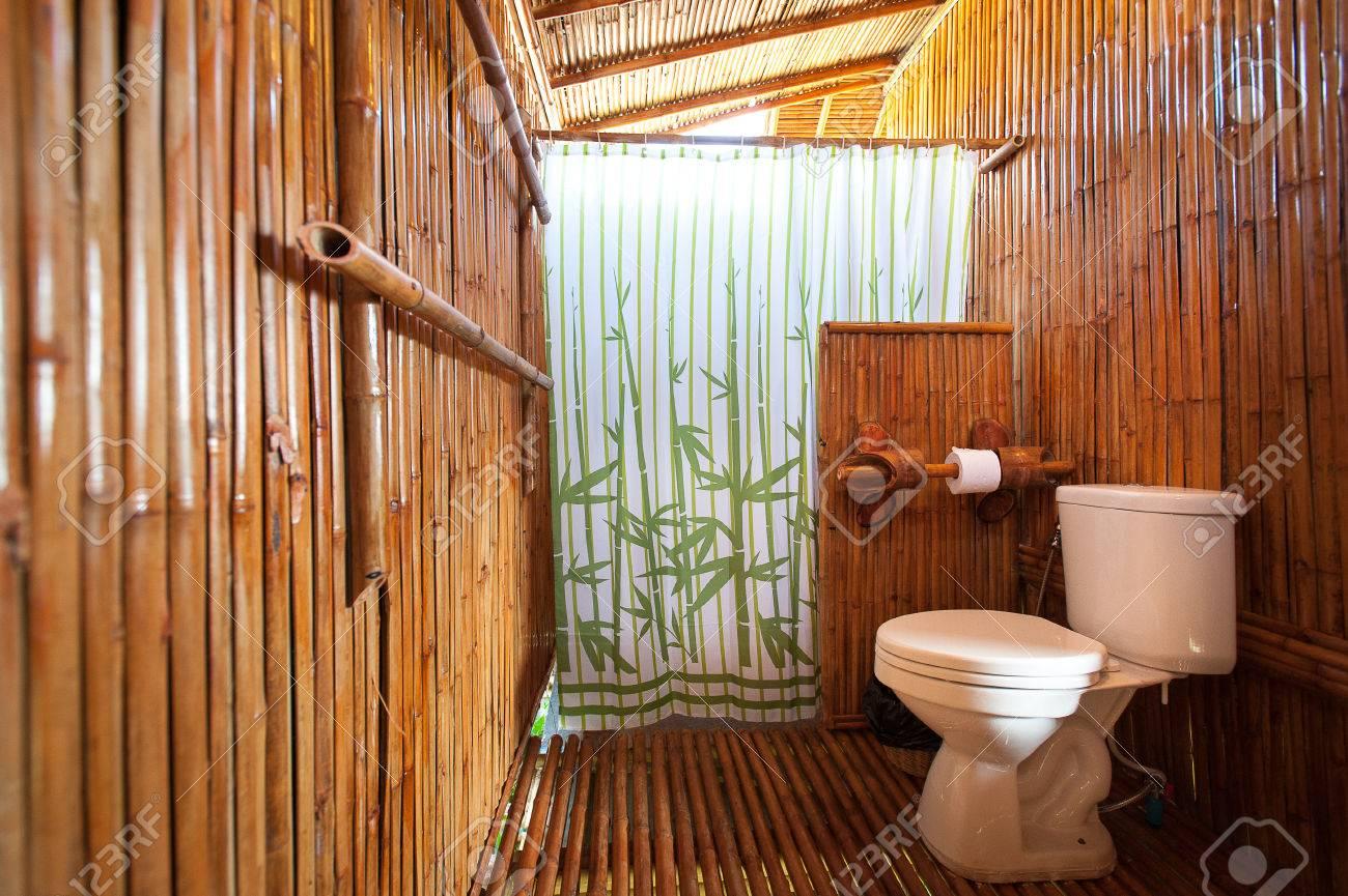 foto de archivo bamb cuarto de bao con cabina de ducha y baera de mampostera with cuarto de ducha