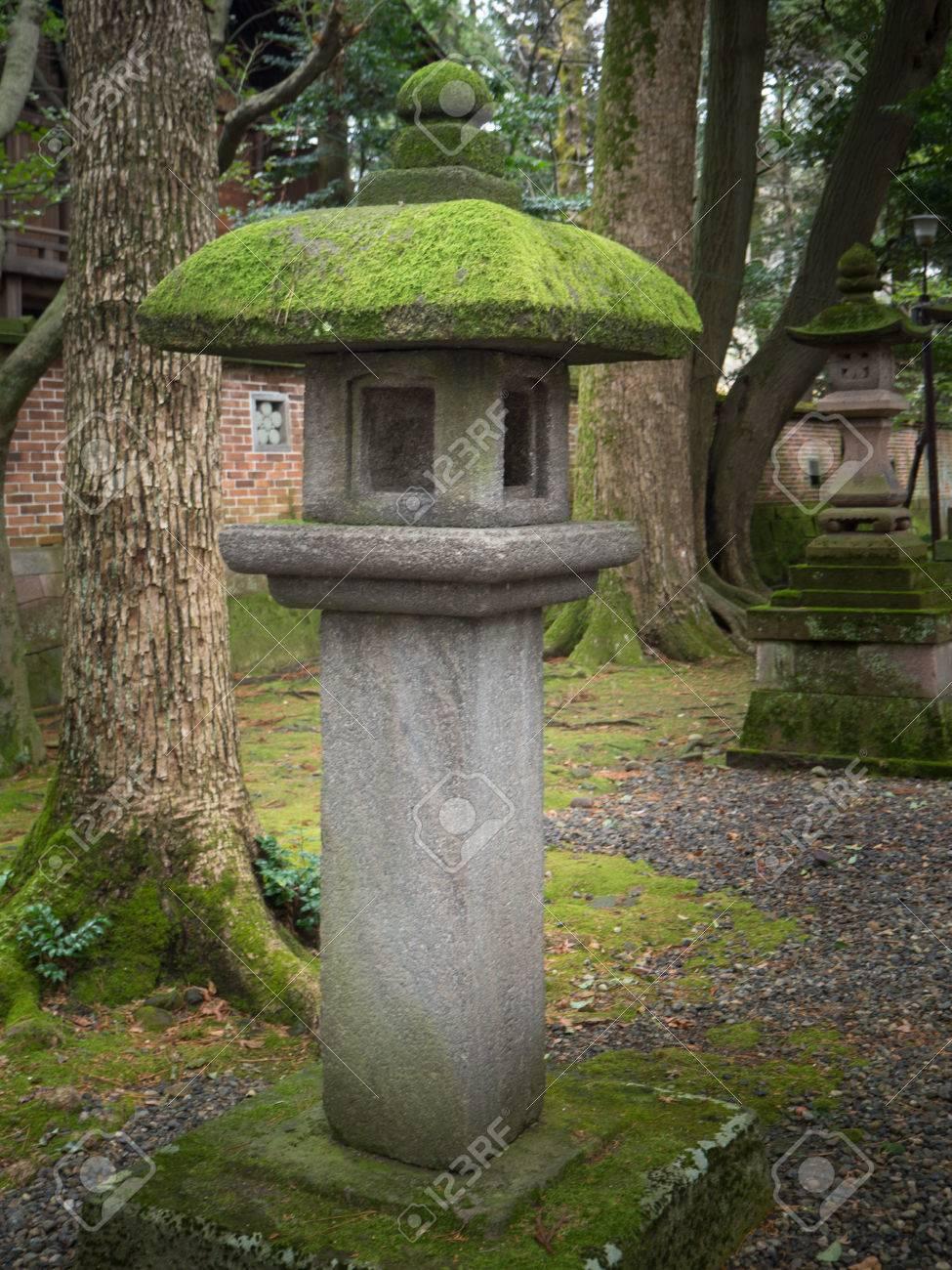 banque dimages lanterne jardin amnagement paysager et dcorer le jardin de style japon - Lanterne De Jardin