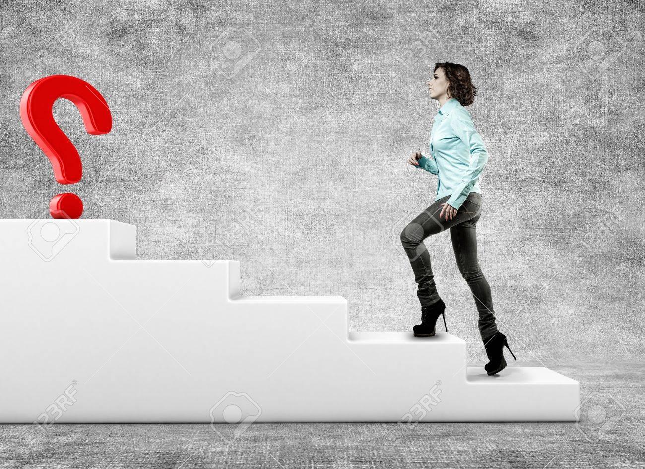 Фото девушка подымается по лестнице без 2 фотография