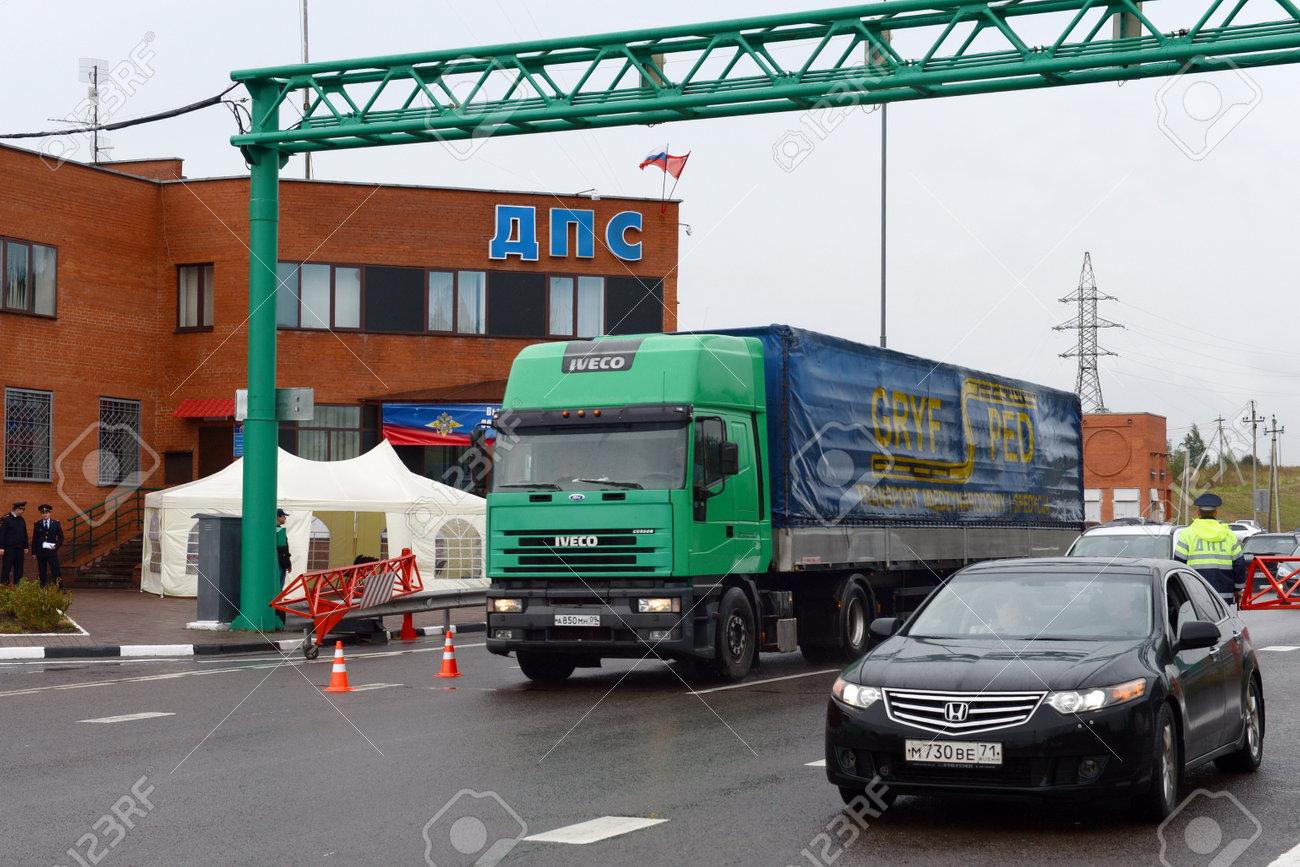 Stationäre Posten Der Verkehrspolizei Der Polizei Auf Der Strecke ...
