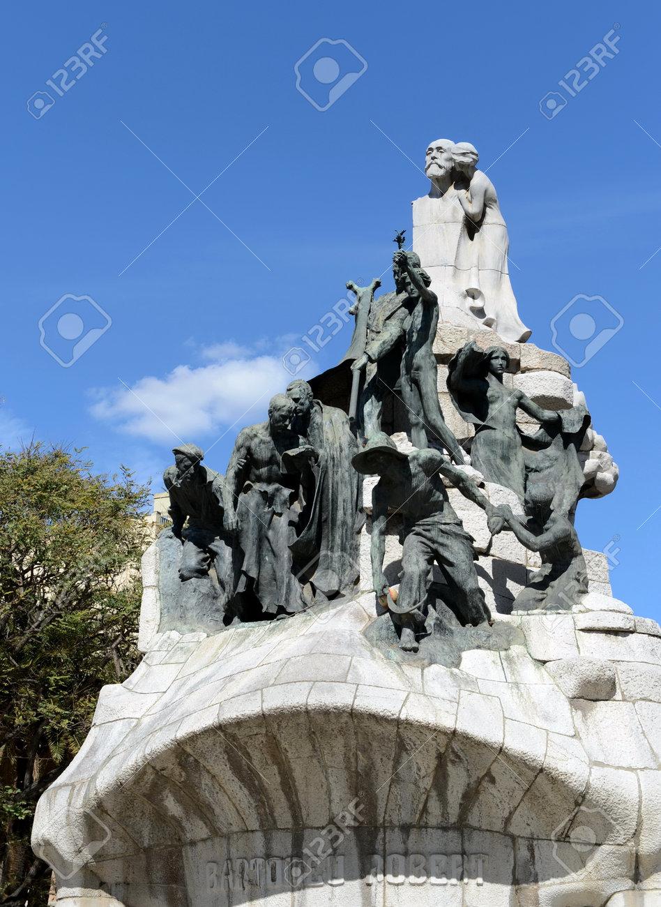 Fountain-memorial to Dr. Bartolamew Robert at Tetuan Square in Barcelona. - 85918616