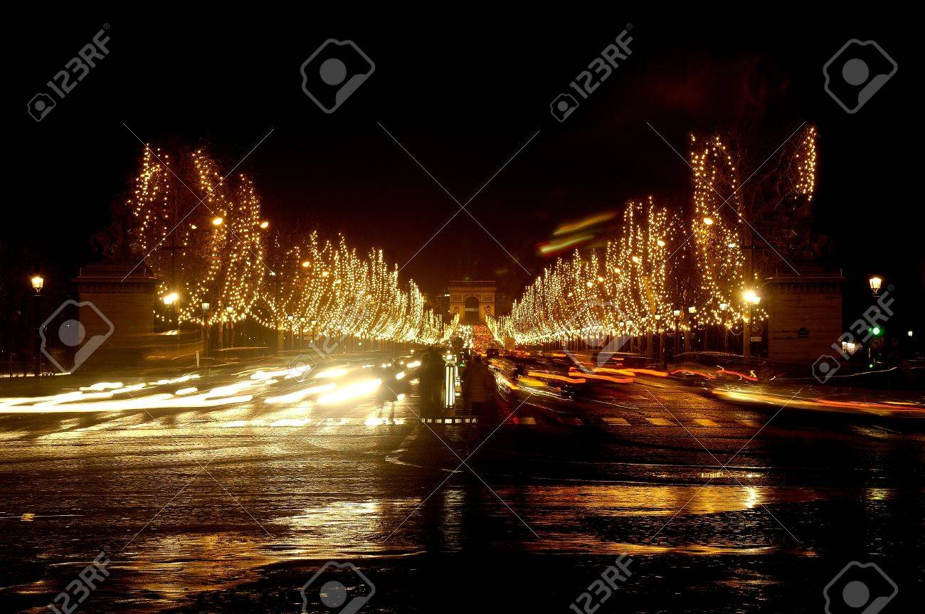 Blurry Traffic Lights in front of Triumphal Arch, Paris Stock Photo - 9271154