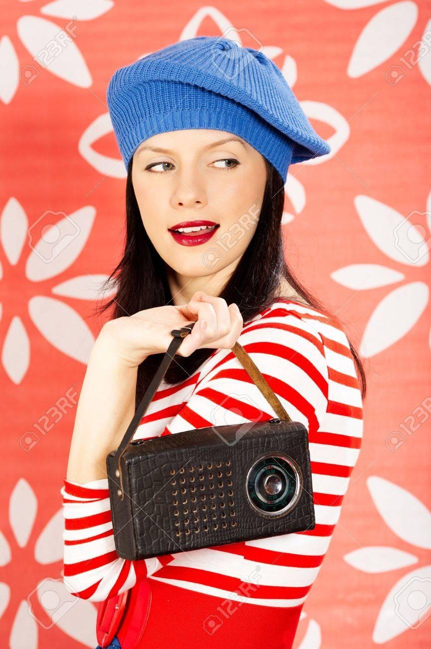 Retro Kleding.Lachende Jonge Blanke Vrouw Draagt Retro Kleding Royalty Vrije Foto