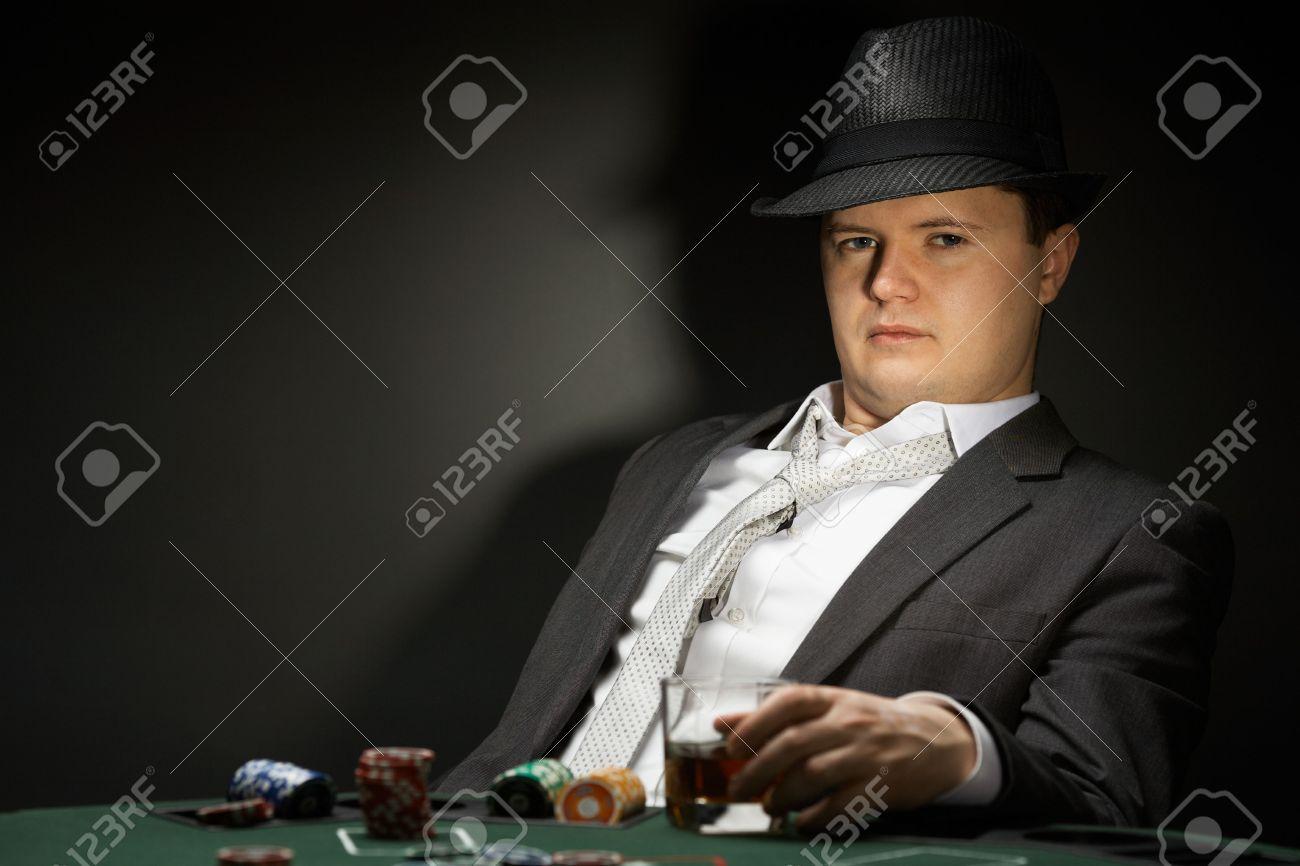 Poker Royalty È Cappello Indossa Un A Giocare Uomo Foto In Casinò A4qfxXwp