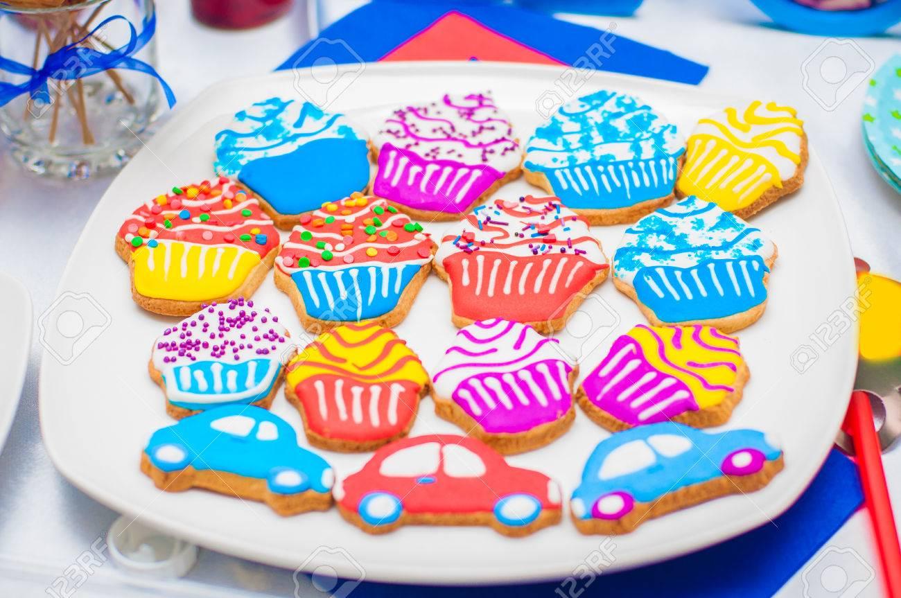 foto de archivo pastelitos tartas y galletas de navidad en forma de mquinas para fiestas para nios regalos navideos para fiestas infantiles with para nios