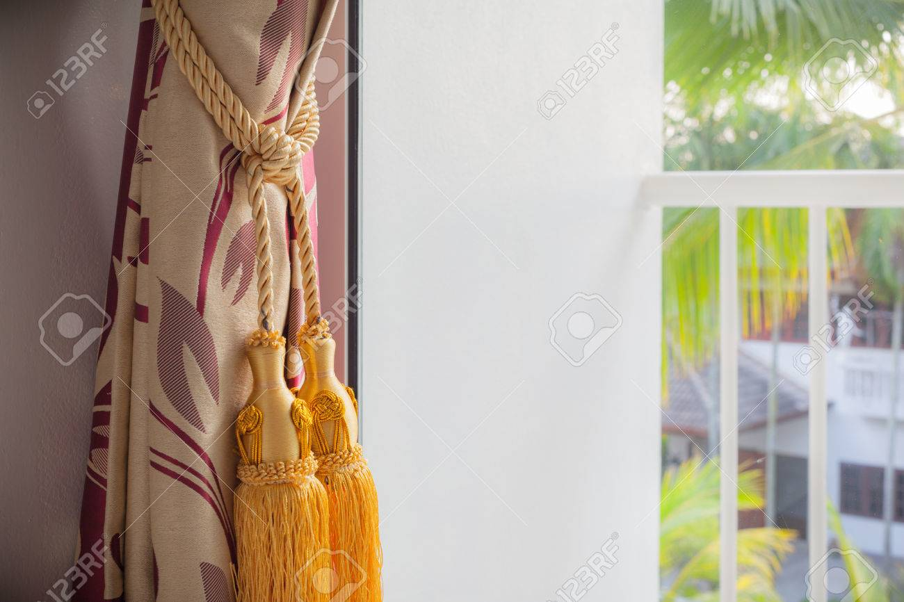 Rideau De Luxe Et Pampille Avec Terrasse Extérieure Vue Banque D ...