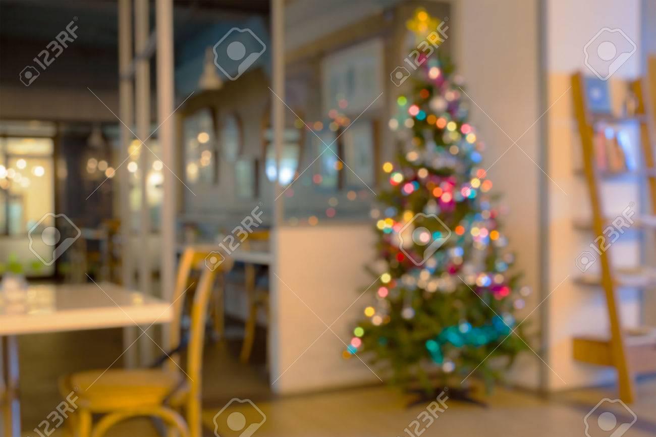 Weihnachtsbaum in wohnzimmer