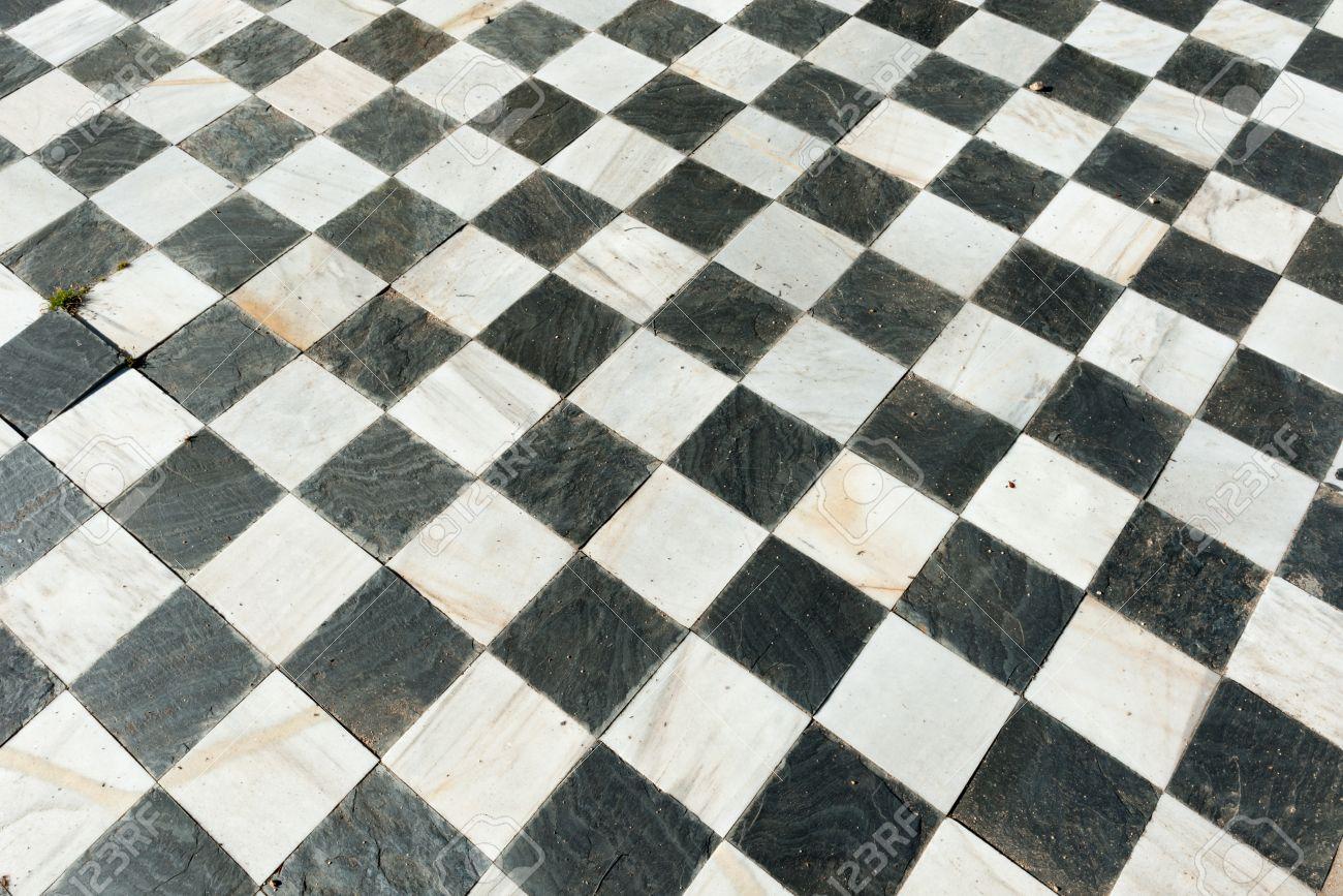 Old marmor schwarz weiß karierten fußboden lizenzfreie fotos ...