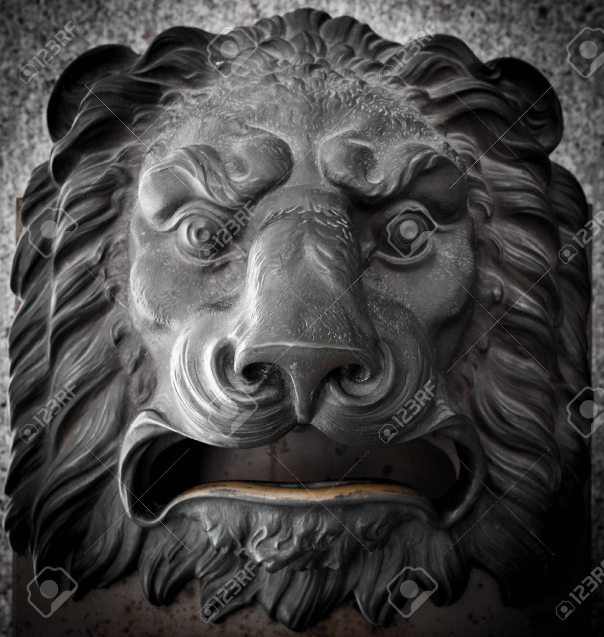 Poczta Leva 15311424-Mail-box-in-the-shape-of-a-lion-s-head-in-Madrid-central-Post-Office-Stock-Photo