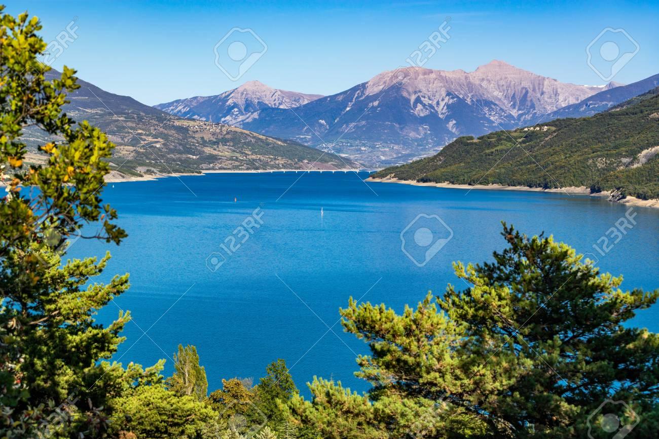 Lac Serre Poncon : Serre poncon lake in summer with the savines le lac bridge in
