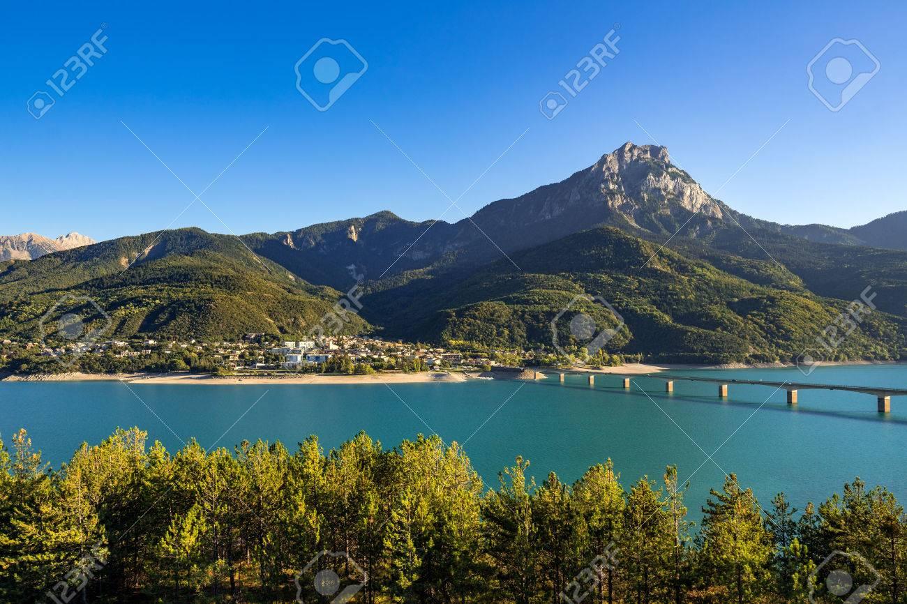 Lac Serre Poncon : Luftaufnahme chorges staubecken und stausee lac de serre ponçon