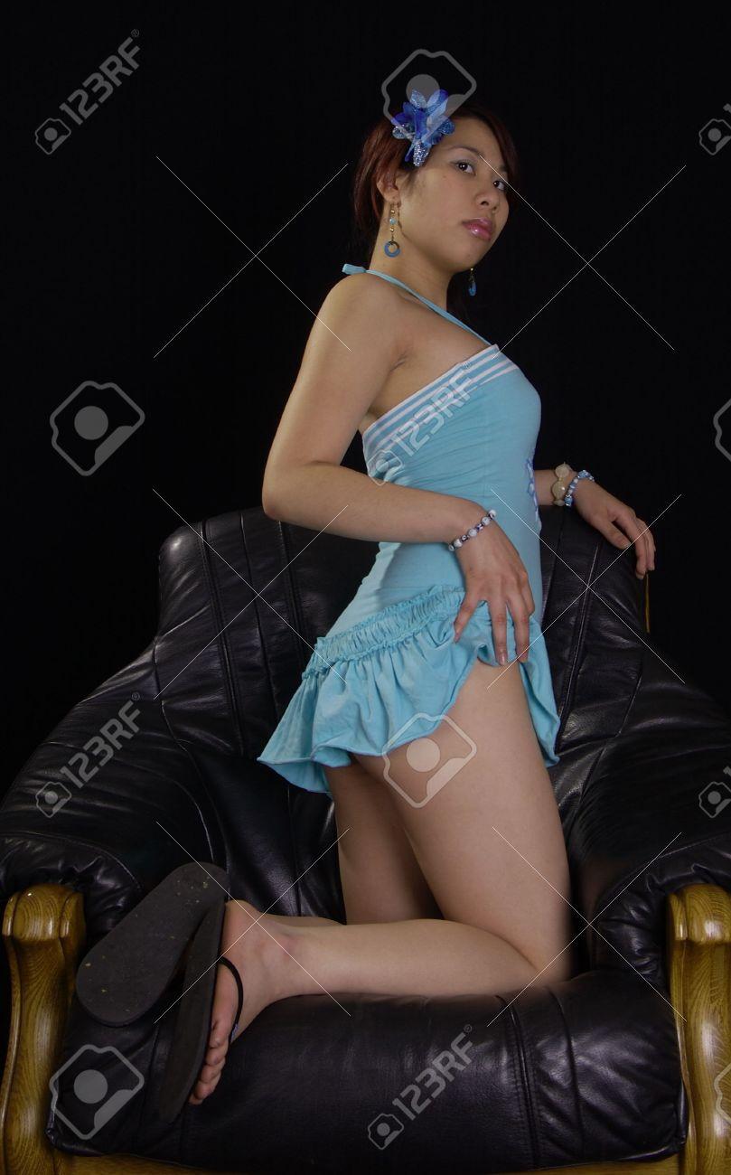 Las Mujeres Asiáticas En Minifalda