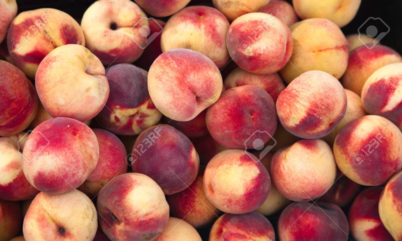 Fresh Peaches ready to eat og cook Stock Photo - 8198478