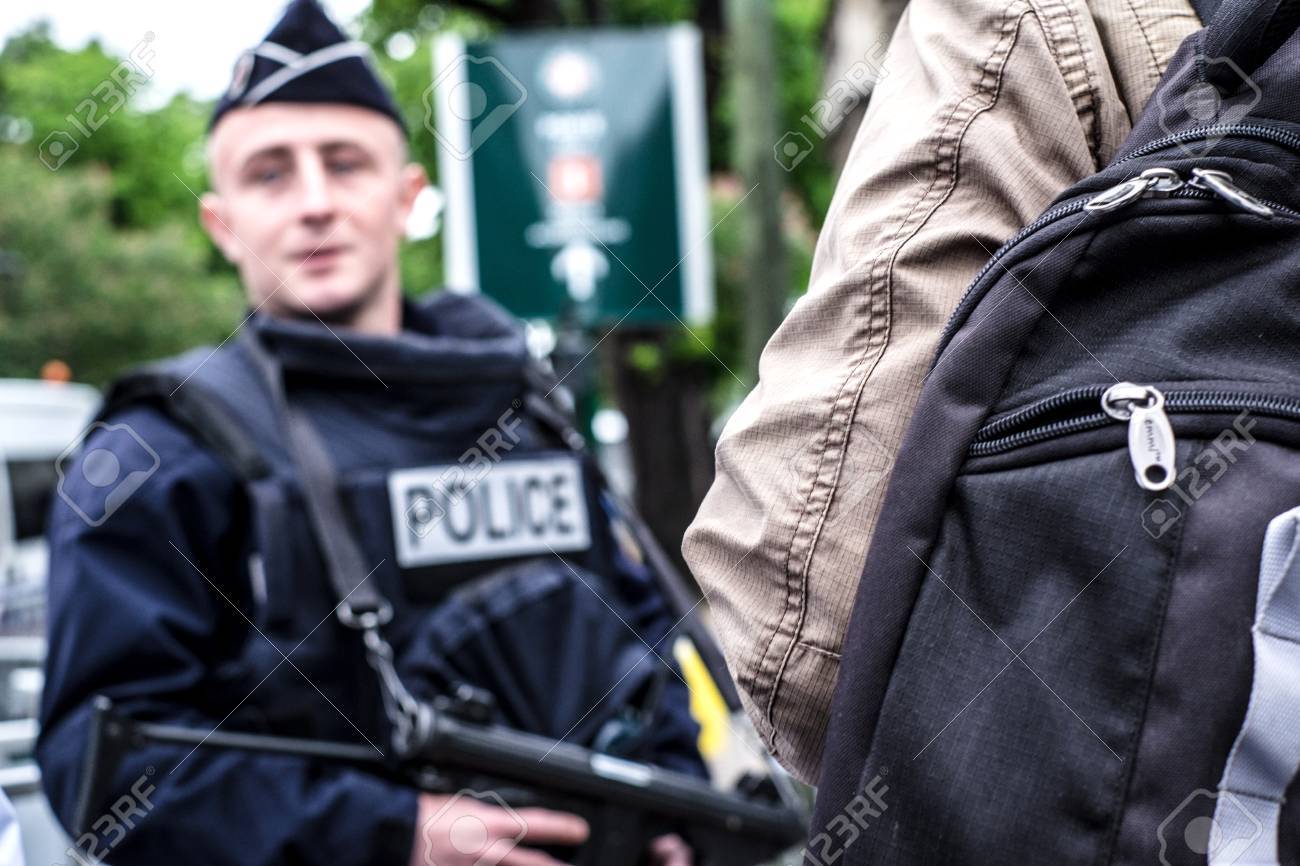 Security - French police control on the street - 58094531