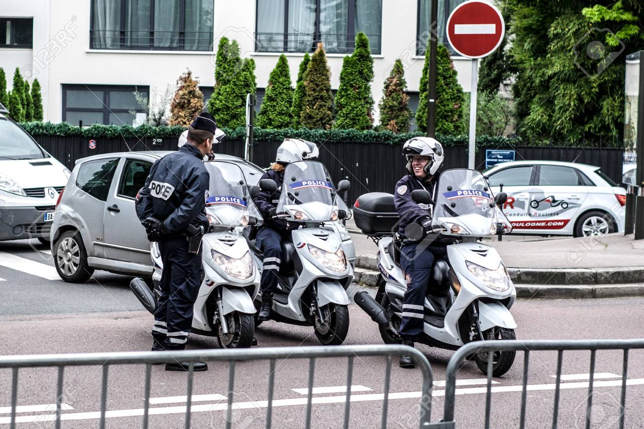 Security - French police control on the street - 58094547