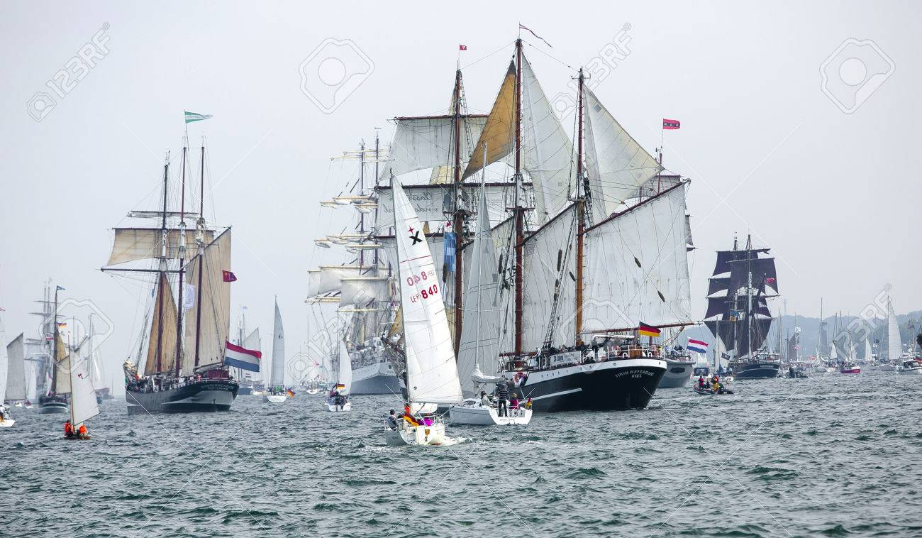 Largest parade of windjammers in the world during Kiel Week - 58094543