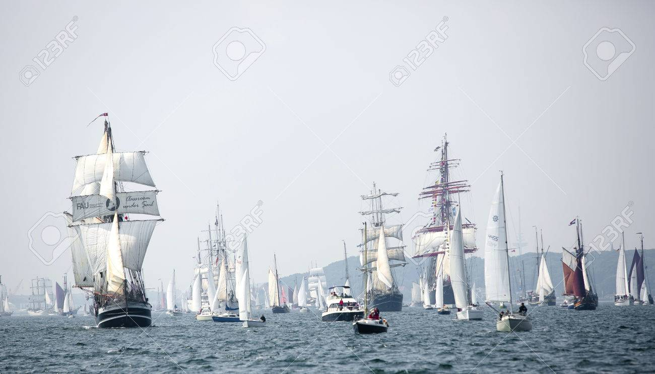 Largest parade of windjammers in the world during Kiel Week - 58094539