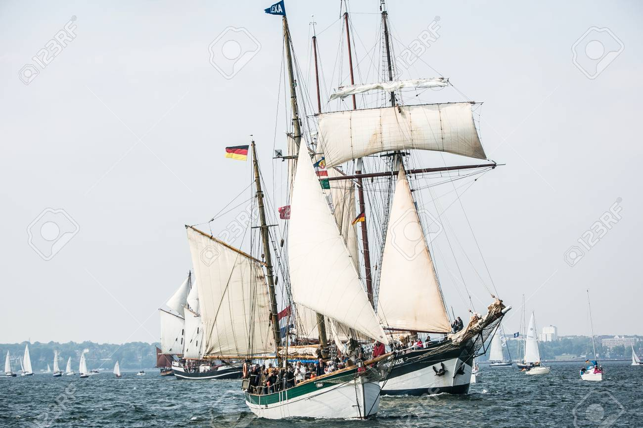Largest parade of windjammers in the world during Kiel Week - 58094535