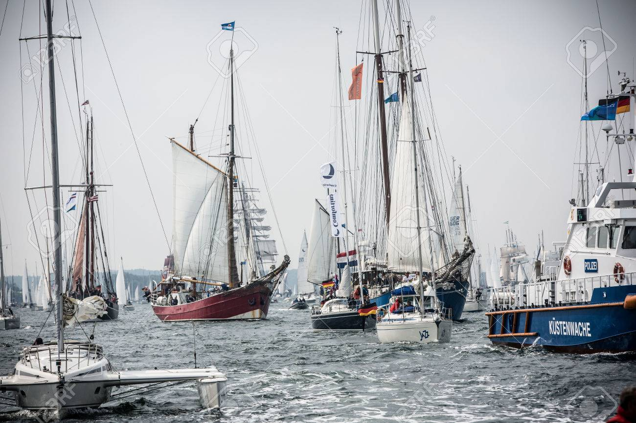 Largest parade of windjammers in the world during Kiel Week - 58094574