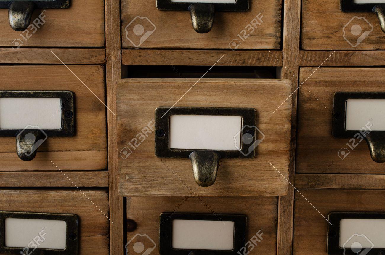 Un Viejo Gabinete De Madera Estilo De Biblioteca Cajones índice ...