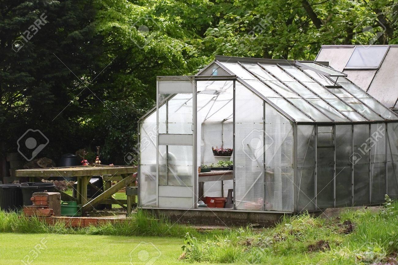 Un Invernadero De Jardín En Un País Jardín Inglés Fotos, Retratos ...