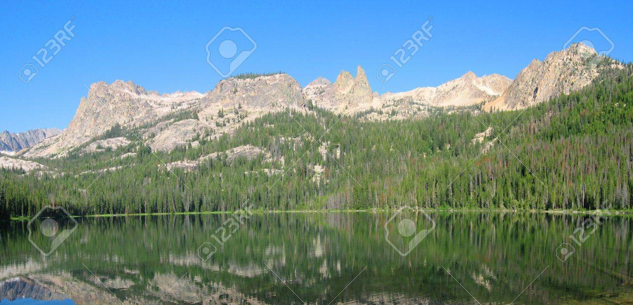 Hell Roaring Lake in the Sawooth National Recreation Area in Idaho Stock Photo - 9424257