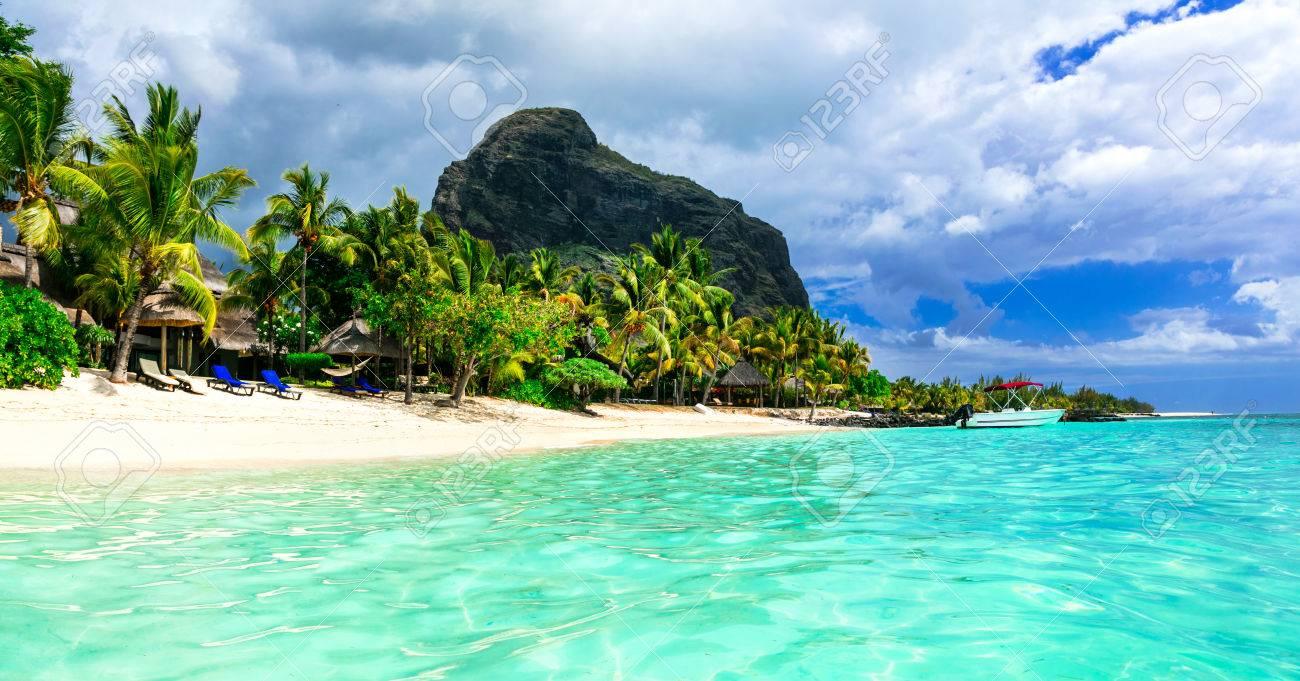 Tropicla holidays. breathtaking turquoise beaches of Mauritius island. - 67044507