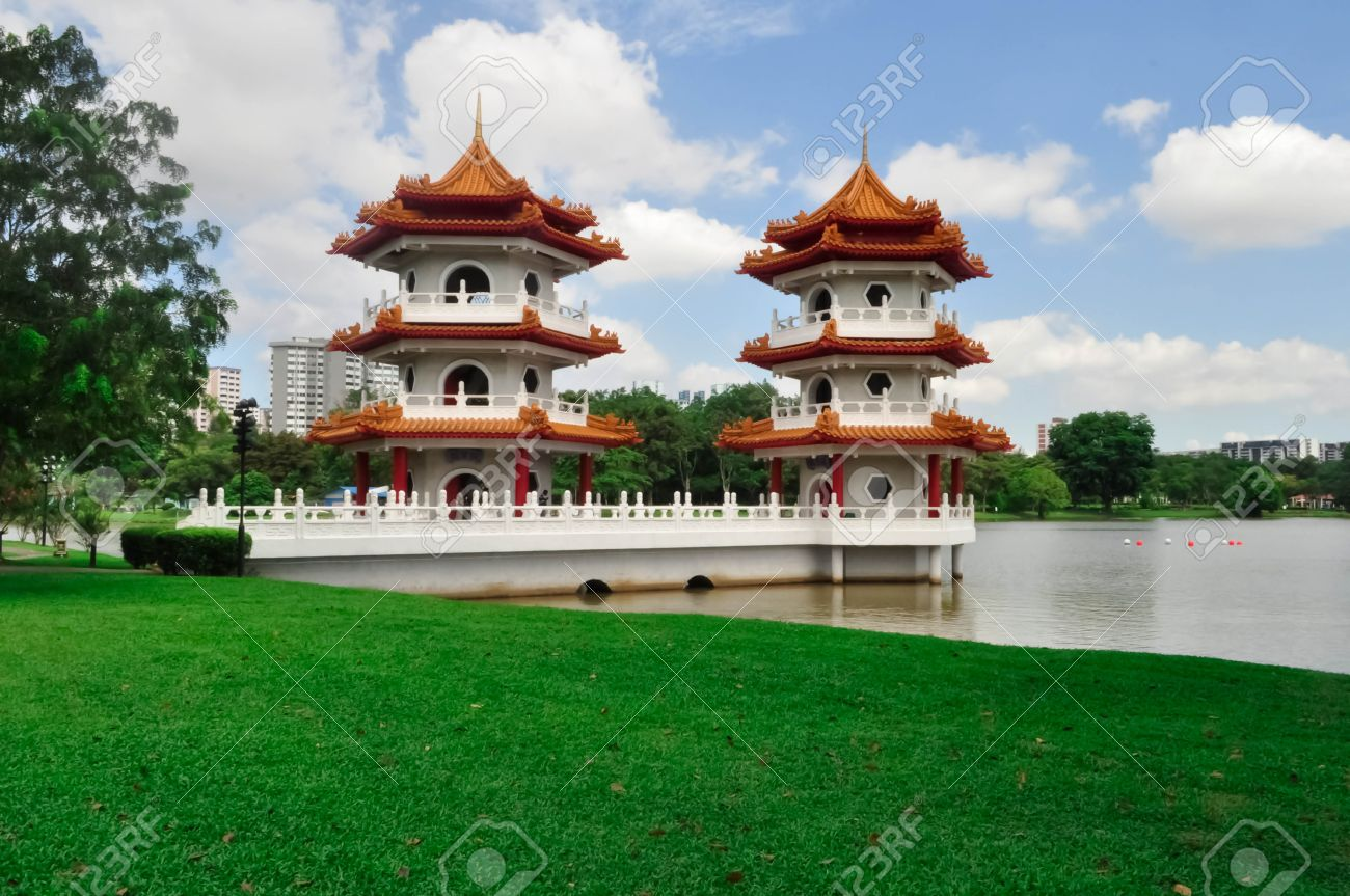 Twin Pagoda Tower, Chinese Garden, Singapore Stock Photo   29210168
