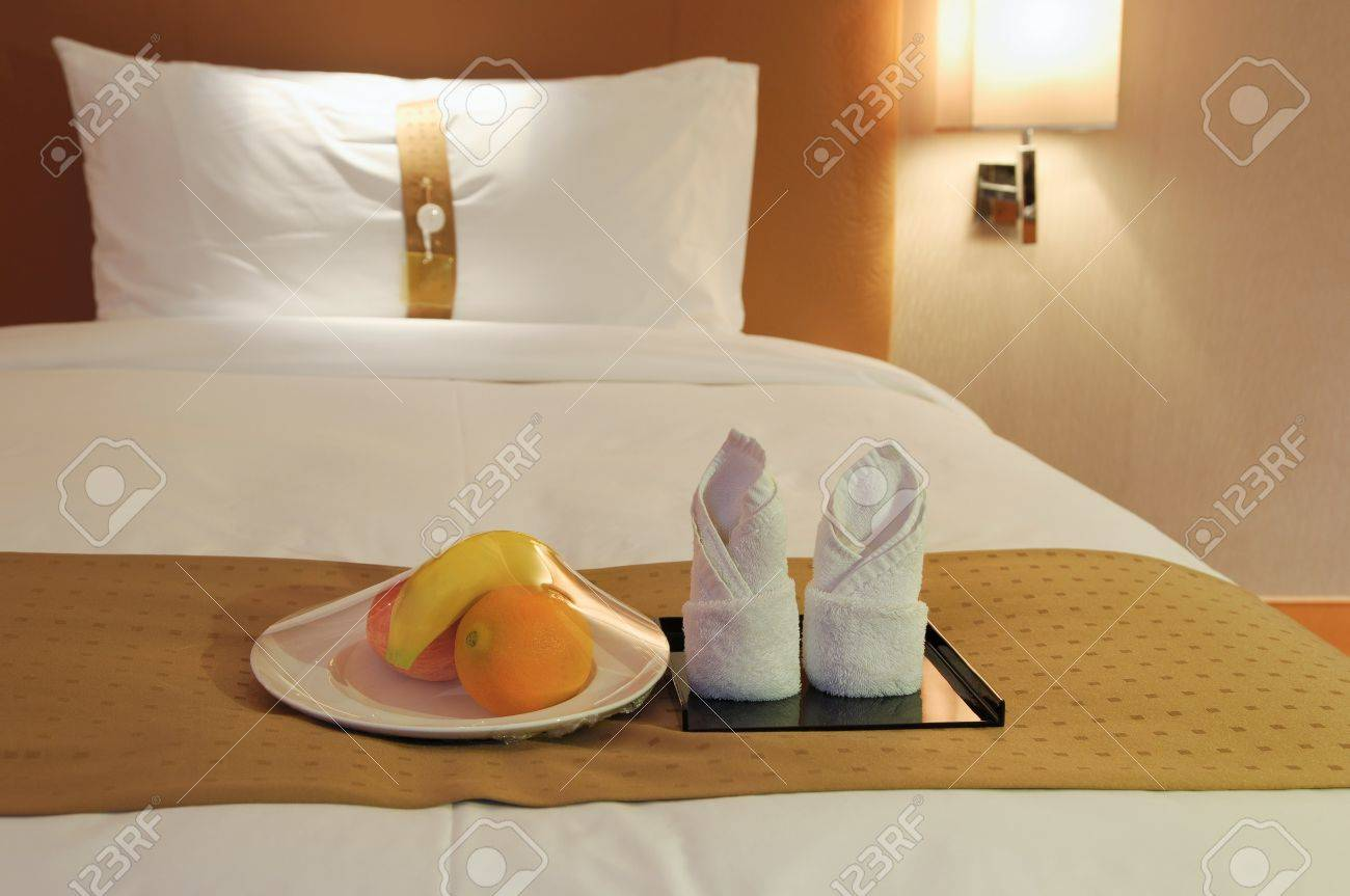 towels and fruit on bed in a hotel room Stock Photo - 20234528
