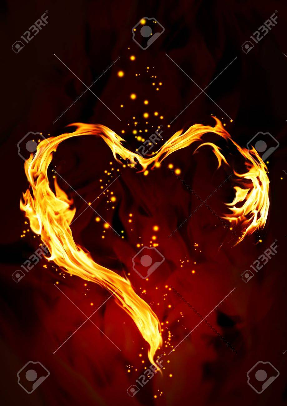 Bright flame in the form of heart Stock Photo - 9041386