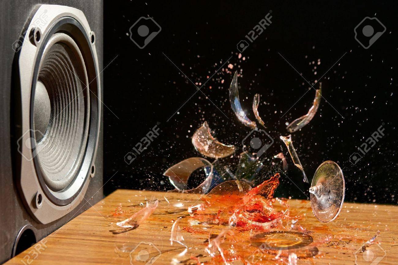 Risultati immagini per musica alto volume